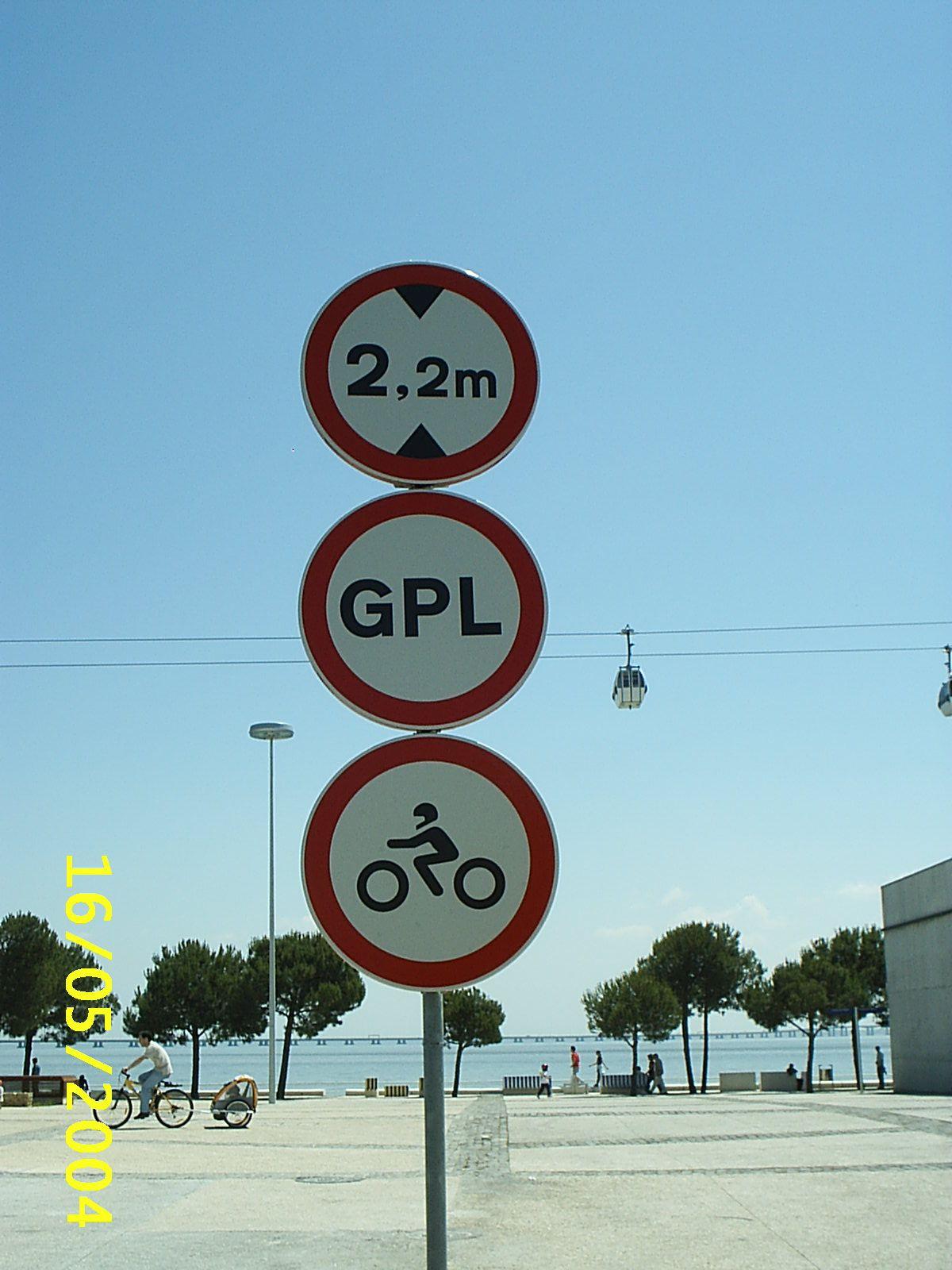 Prohibido circular GPL