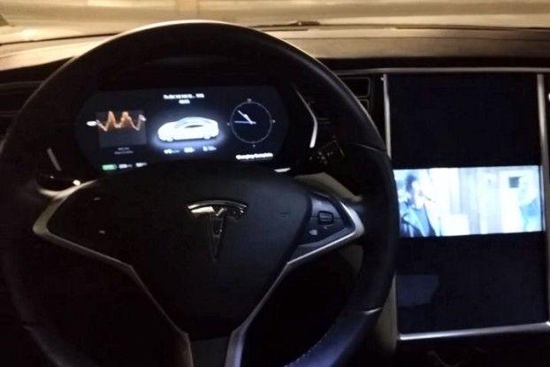 Una hacker consigue instalar Gentoo en su coche Tesla Model S