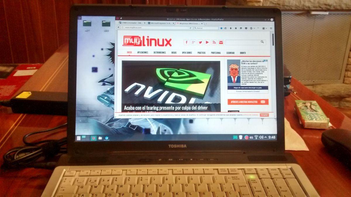 Un viejo portátil con una gráfica ATI-AMD antigua ejecutando KDE Plasma 5
