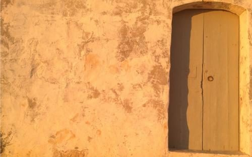 Wall_with_door_on_Gozo_by_Matthias_Niess