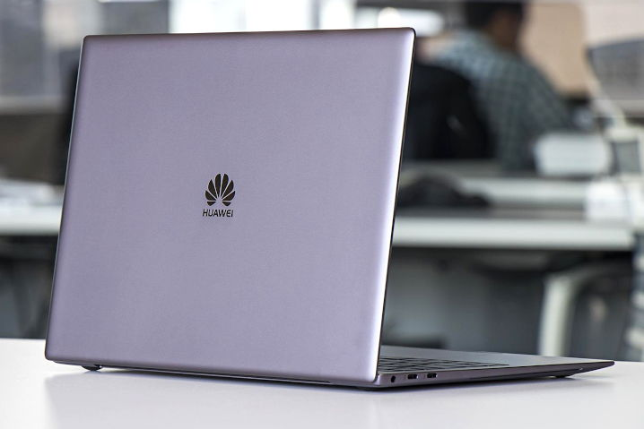 portátil Huawei MateBook con Deepin